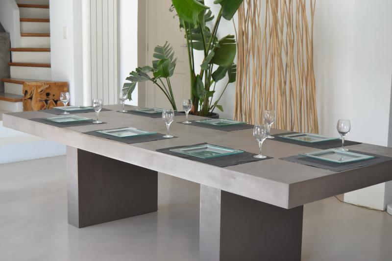 Antik table salle manger b ton design contemporain for Table a manger beton