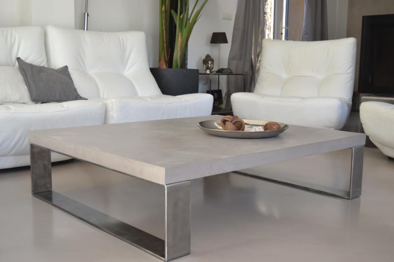 table basse imitation beton cire table de lit a roulettes. Black Bedroom Furniture Sets. Home Design Ideas